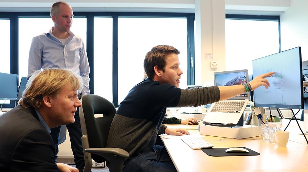 Burgemeester Jan Hamming maakt kennis met OBI4wan 2